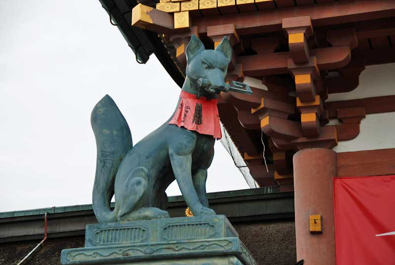 Guardian fox (1) of Fushimi-inari-taisha shrine, Kyoto, Japan
