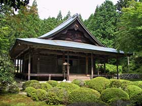http://kyoto.asanoxn.com/places/ohara/raigoin/0209raigoin_hondo.jpg